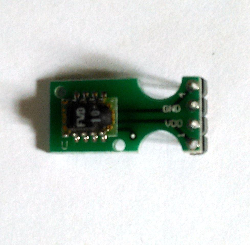 瑞士Sensirion推出的SHTxx系列数字温湿度传感器,基于领先世界的CMOSens®数字传感技术,具有极高的可靠性和卓越的长期稳定性。免焊接、免水合处理,高精度两线制数字接口,直接与单片机相连;大大缩短研发时间、简化外围电路并降低费用,提高开发效率;精确测量相对湿度、温度、露点;全标定输出,使用时无需重新校准;请求式测量,超低能耗;此外,体积微小、响应迅速(<4s)、低能耗(<1μW)、可浸没、抗干扰能力强、温湿一体,兼有露点测量,性价比高,使该产品能够广泛应用于暖通空调、